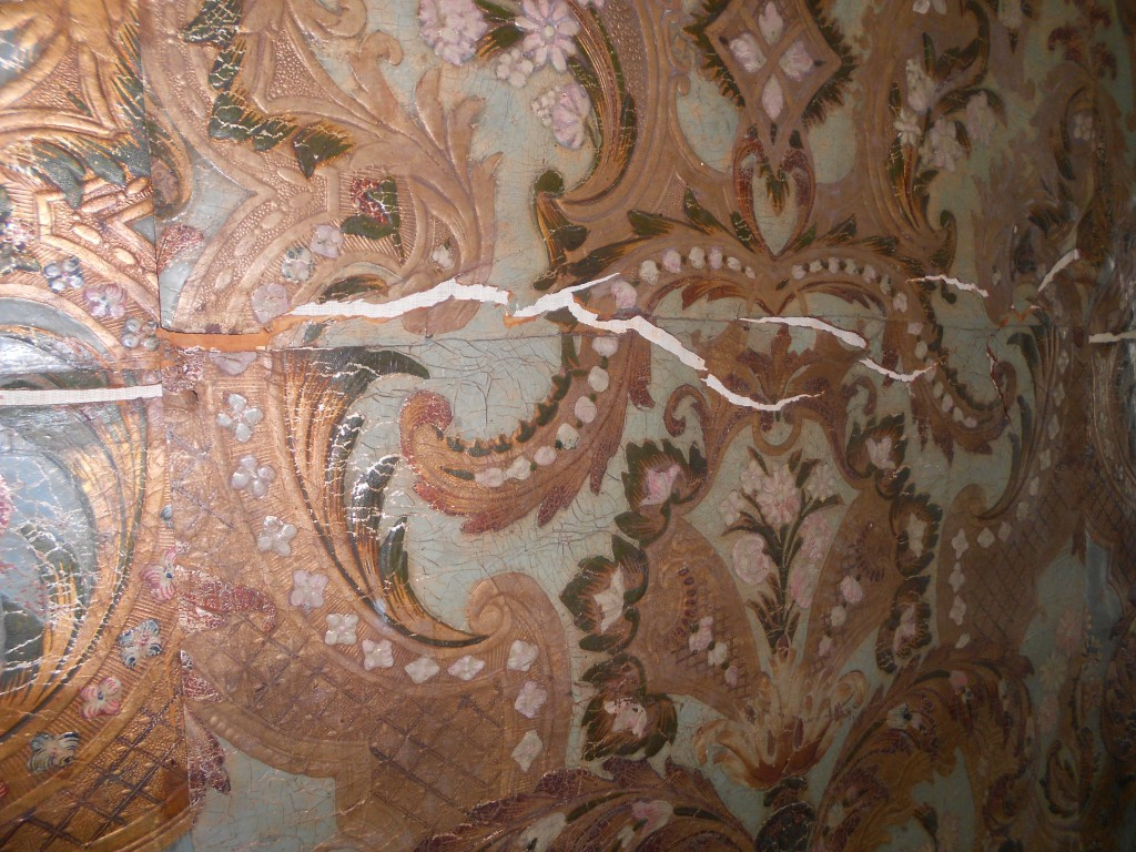 Damage to the leather caused by unfavourable environmental conditions.